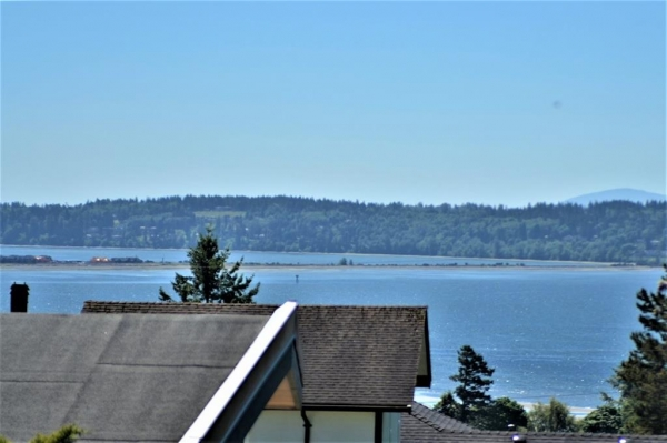 Detached House :: $699,900 :: White Rock, British Columbia :: 2550 sq. ft.